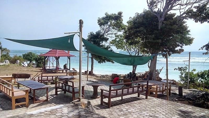 Pantai Plengkung tempat berselancar kelas dunia di Banyuwangi.