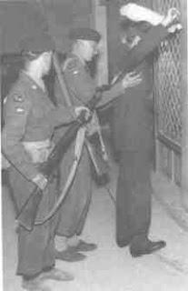 """""""Φορώντας τ' άρματα του Δίκιου πάλεψες για τη Λευτεριά."""" ΕΟΚΑ - 1η Απριλίου 1955"""
