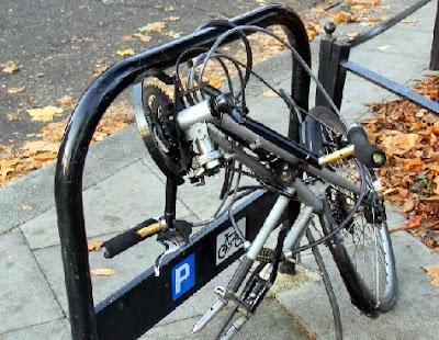 Bicicleta eléctrica encadenada sin rueda
