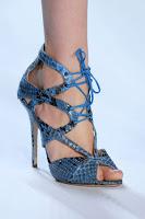 Летни обувки змийска кожа с връзки и високи токчета на Monique Lhuillier