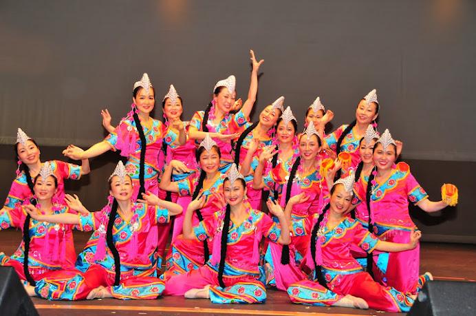 Yi Dance (我 把 白 云 採 下 來)