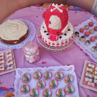 http://sweetcupcakesisa.blogspot.com.es/2013/09/tarta-carroza-princesa-de-chocolate-y.html