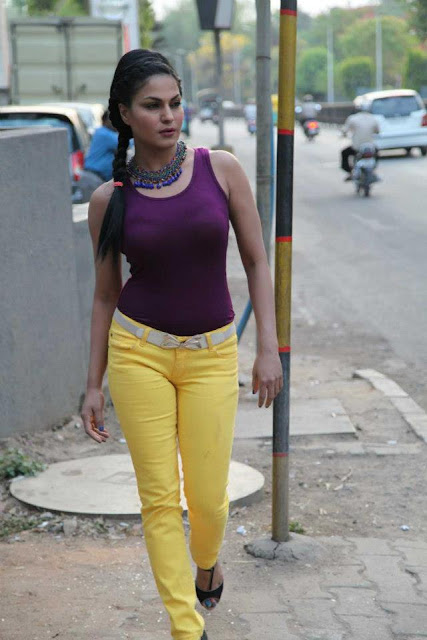 Veena Malik Super Busty Actress Showing Her Curves Latest pics hot pictures