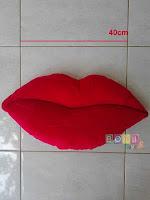 Bantal Bibir Merah