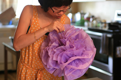 carotte lychee tutoriel comment faire un pompon de papier de soie. Black Bedroom Furniture Sets. Home Design Ideas