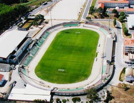 http://www.publico.pt/local/noticia/camara-da-figueira-da-foz-aprova-fim-da-cedencia-do-estadio-municipal-a-naval-1629683