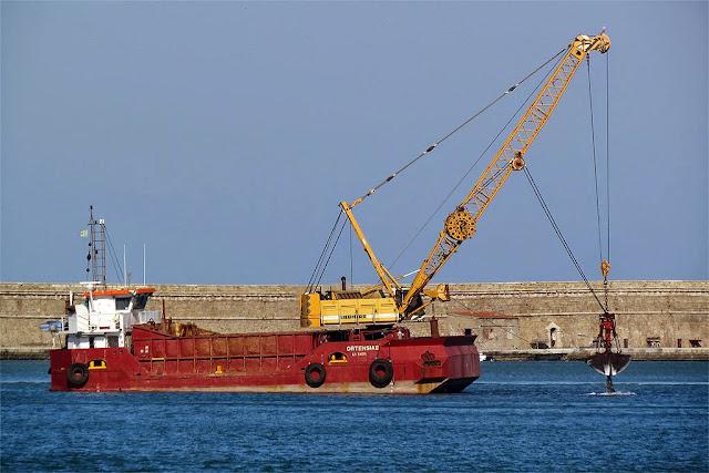 Grab dredger Ortensia II, IMO 8664931, port of Livorno