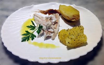 filetto di spigola aromatizzata all'aceto balsamico con patata lessa