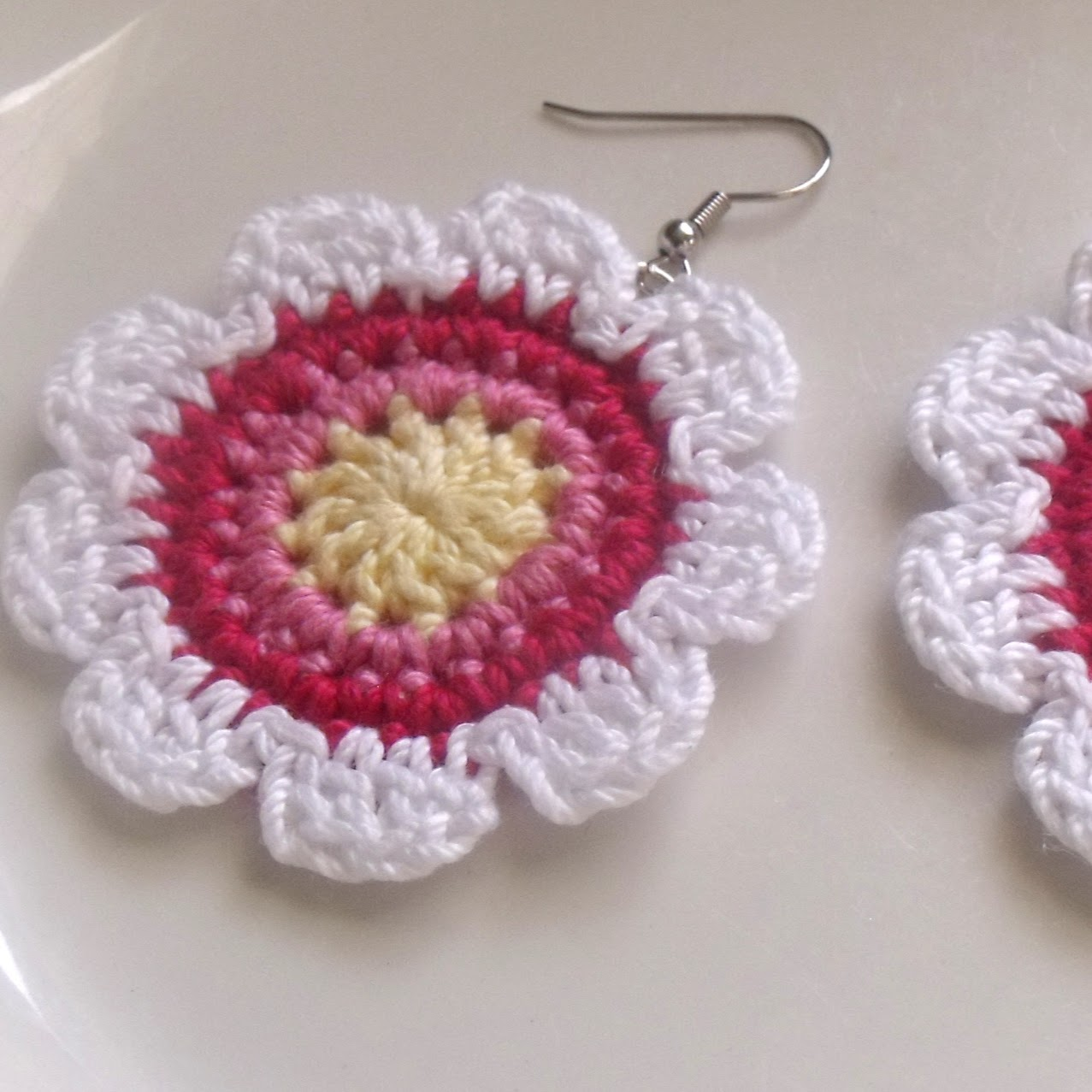 Diva Stitches Crochet Blog: Flower Power Crochet Earrings