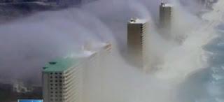 Niebla sobre edificios de una ciudad de Florida