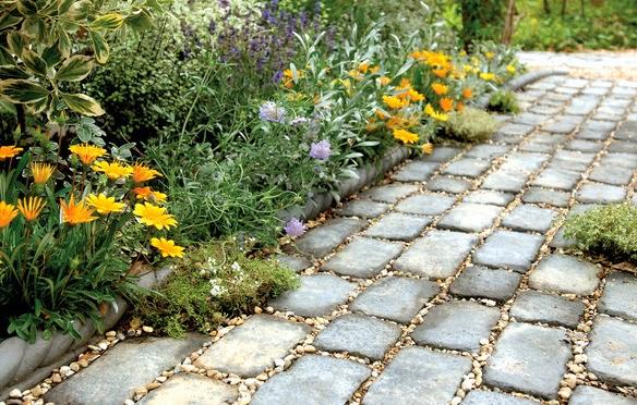 Limpiezas y reformas pasos para construir un camino en el for Caminos en jardines