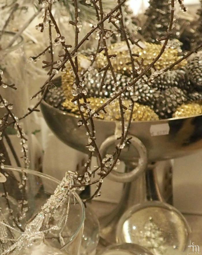 lasipalloja, lasinauhaa, joulukoristeita