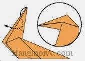 Bước 8: Gấp cạnh giấy xuống vào trong giữa hai lớp giấy.
