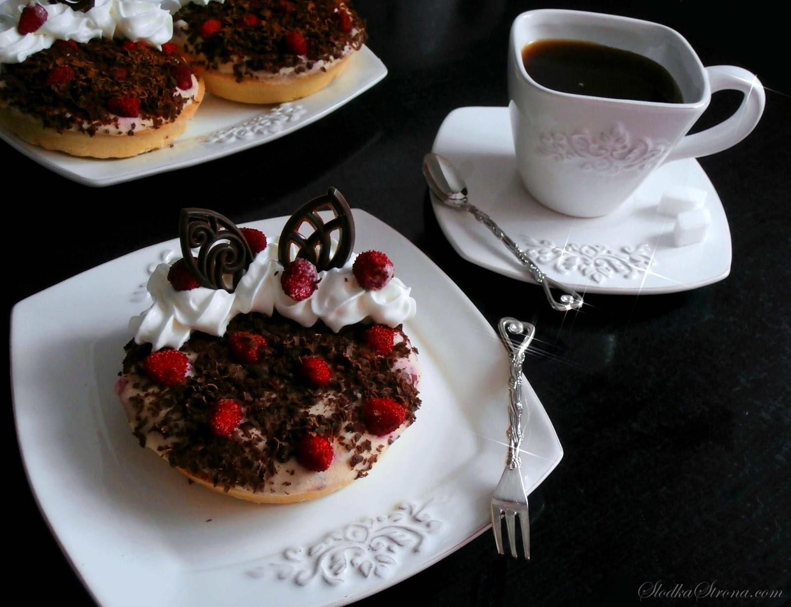 Tartaletki z Kremem Poziomkowym i Czekoladą - Przepis - Słodka Strona