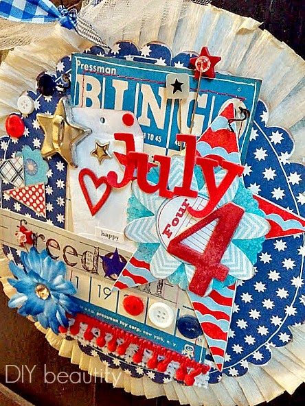 vintage-inspired July 4th door decor