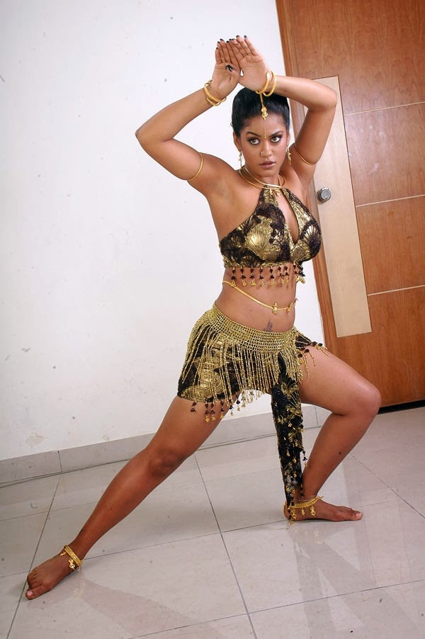Hot Images: Masala Actress Mumaith Khan Hot Photos and Wallpapers