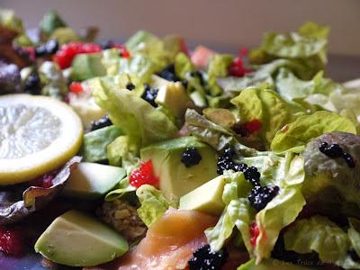 Salade aux deux saumons, avocats, tomates (voir la recette)