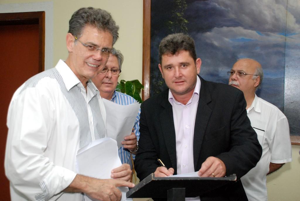 Prefeito Arlei e o Secretário Estadual de Turismo, Ronald Azaro, comemoram a parceria