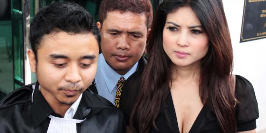 Di Polsek Mampang, Novi Teriak-Teriak Minta Diperkosa Polisi