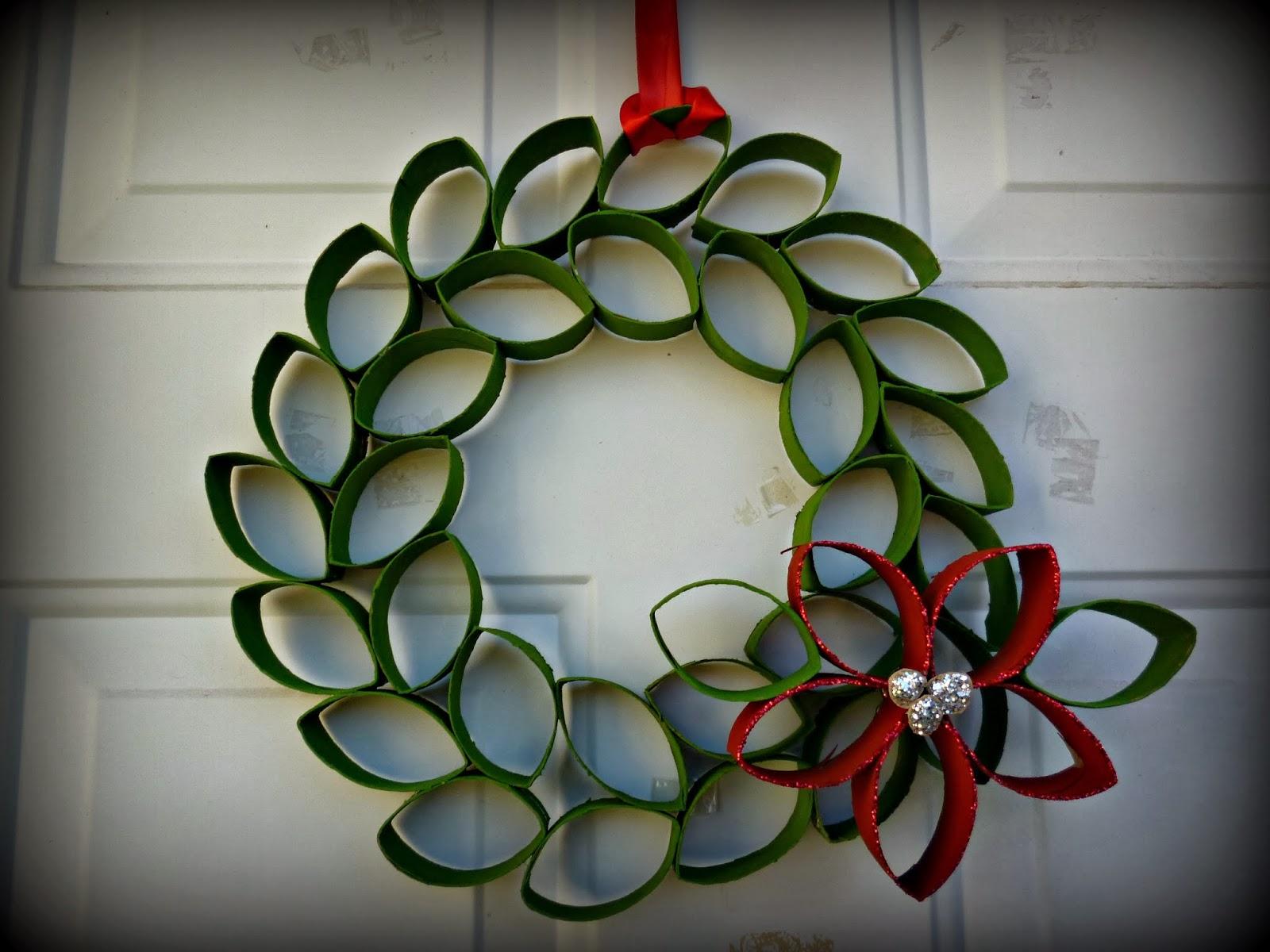 De todo y nada corona de navidad con rollos de papel diy for Coronas de navidad hechas a mano