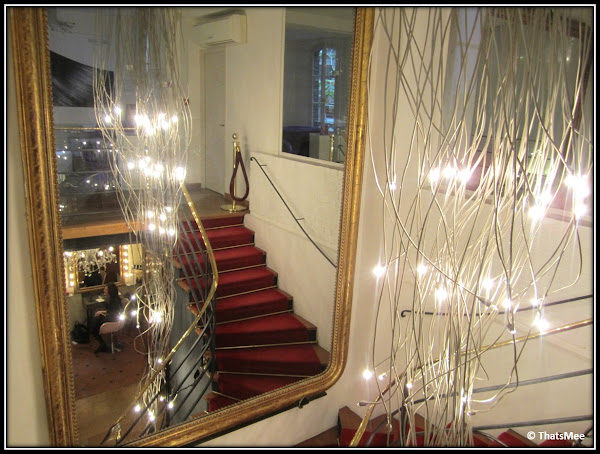 Salon Coiffirst Saint Germain des Prés escalier rouge entrée rue Dufour Paris 6ème