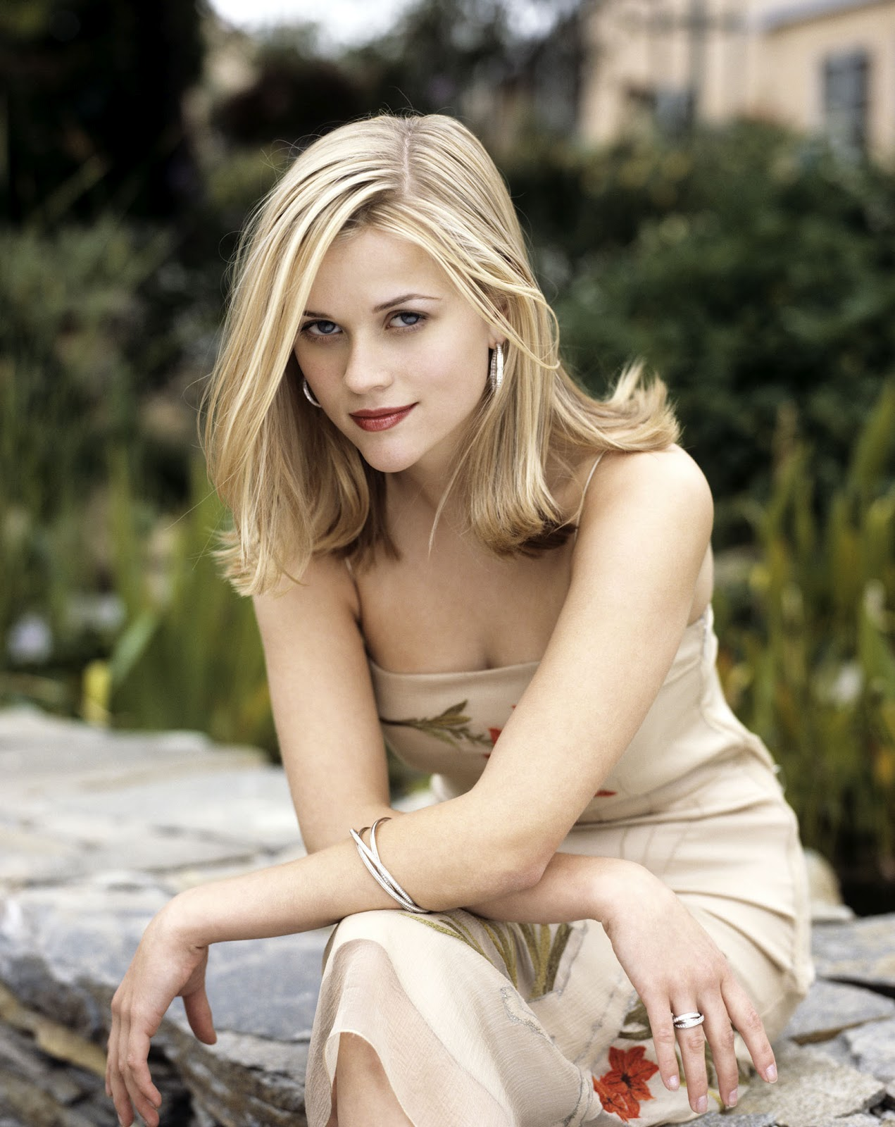 http://4.bp.blogspot.com/-EJD4ZV6_TNY/T_nbloy5E3I/AAAAAAAABVE/YVwK6SD6eUM/s1600/Reese-Witherspoon-HQ-actresses.jpg