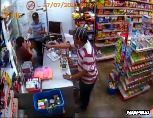 Hanya Modalkan Parang Panjang [Video]
