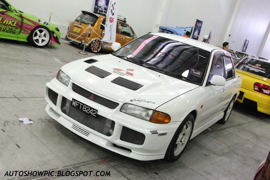 This wira was powered with turbo kit it not only looks attractive