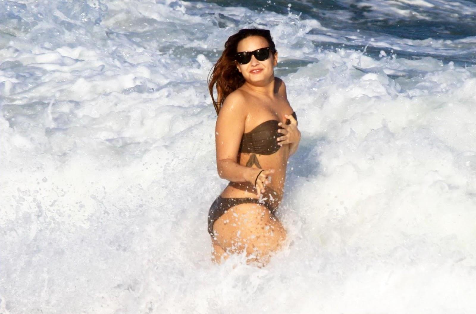 http://4.bp.blogspot.com/-EJN29tpaup4/T5WjTePszlI/AAAAAAAAEUg/T6V0GLWoMvk/s1600/Demi-Lovato-4.jpg