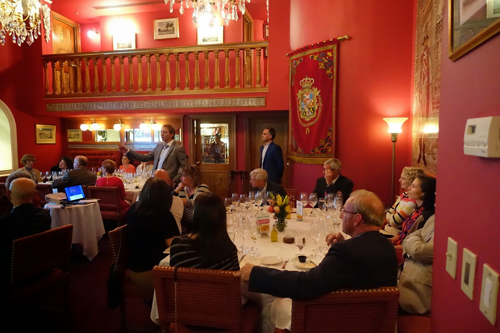 Schiller wine winemaker dinner with santiago vivanco of - Bodega dinastia vivanco ...