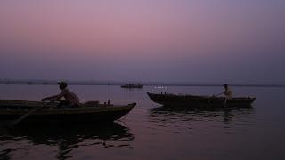 ganges-amanecer-barcas