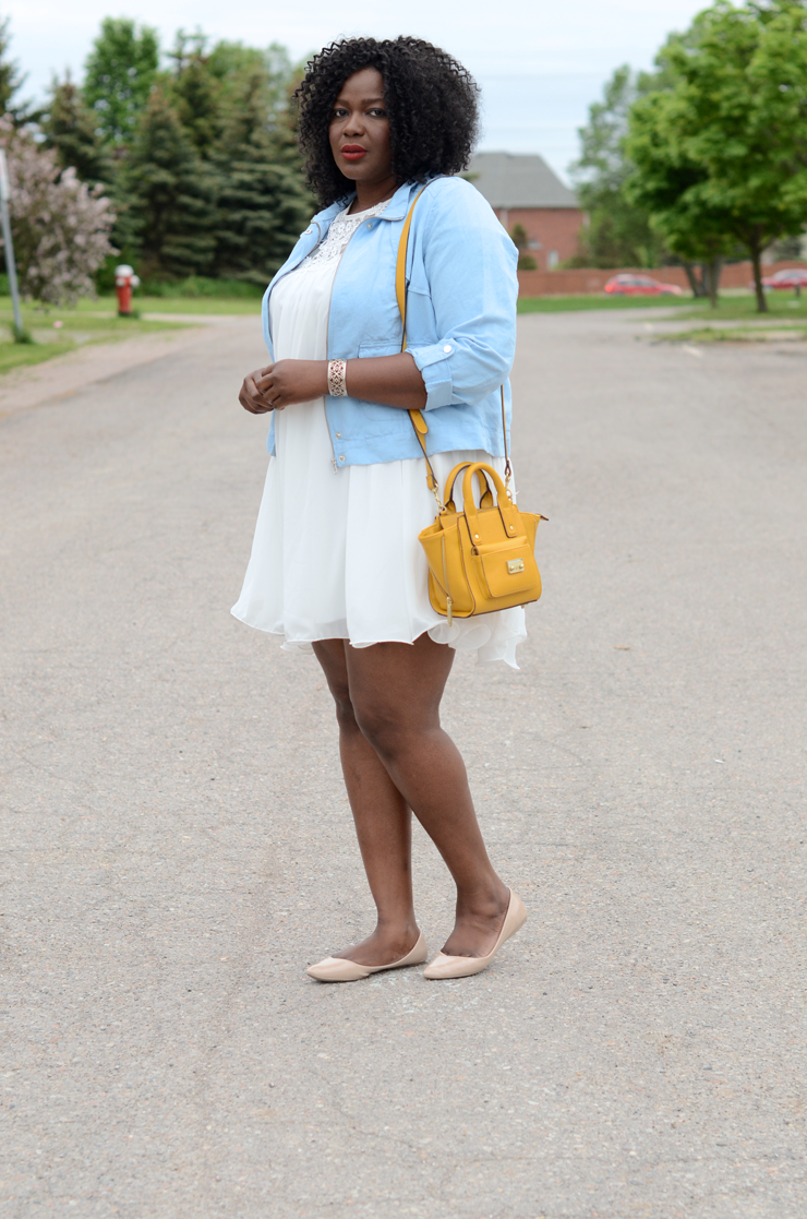 Plus size fashion blogger: Love the color combo of white #paleblue and #mustard. Plus size style and fashion for women. #mode, femme ronde
