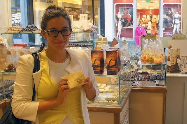 leonidas chocolate shop bruges