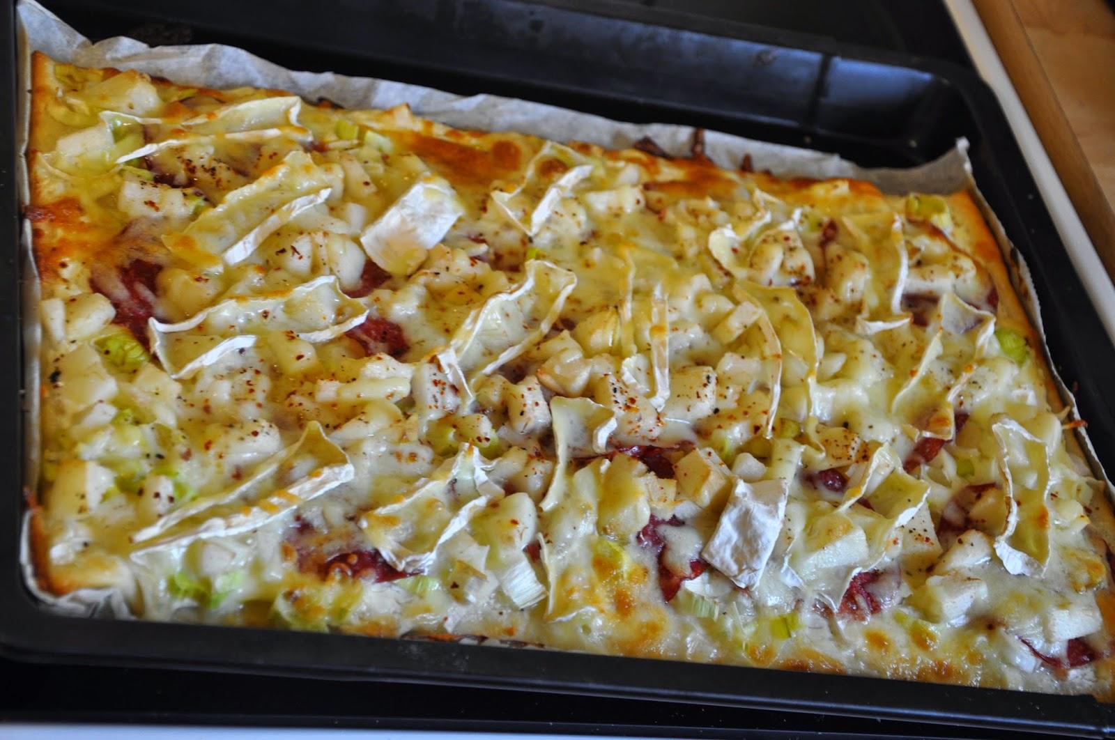 Spannenlanger Hansel, nudeldicke Dirn' - Leckere Birnenverwertung | Birnen-Camembert-Pizza