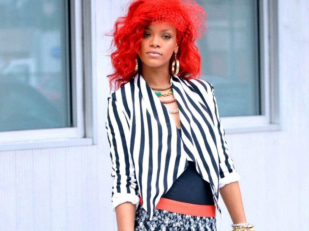 http://4.bp.blogspot.com/-EKZiCVqX_1A/Th67Vu5WFII/AAAAAAAAAAY/413b6SG79ww/s1600/Lovely-Rihanna-Wallpaper-rihanna-19219438-1024-768.jpg