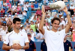 TENIS-Federer arrasa a Djokovic en Ohio y Na Li consigue el título remontando