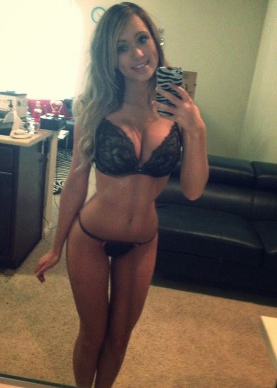 mirror Amateur blonde