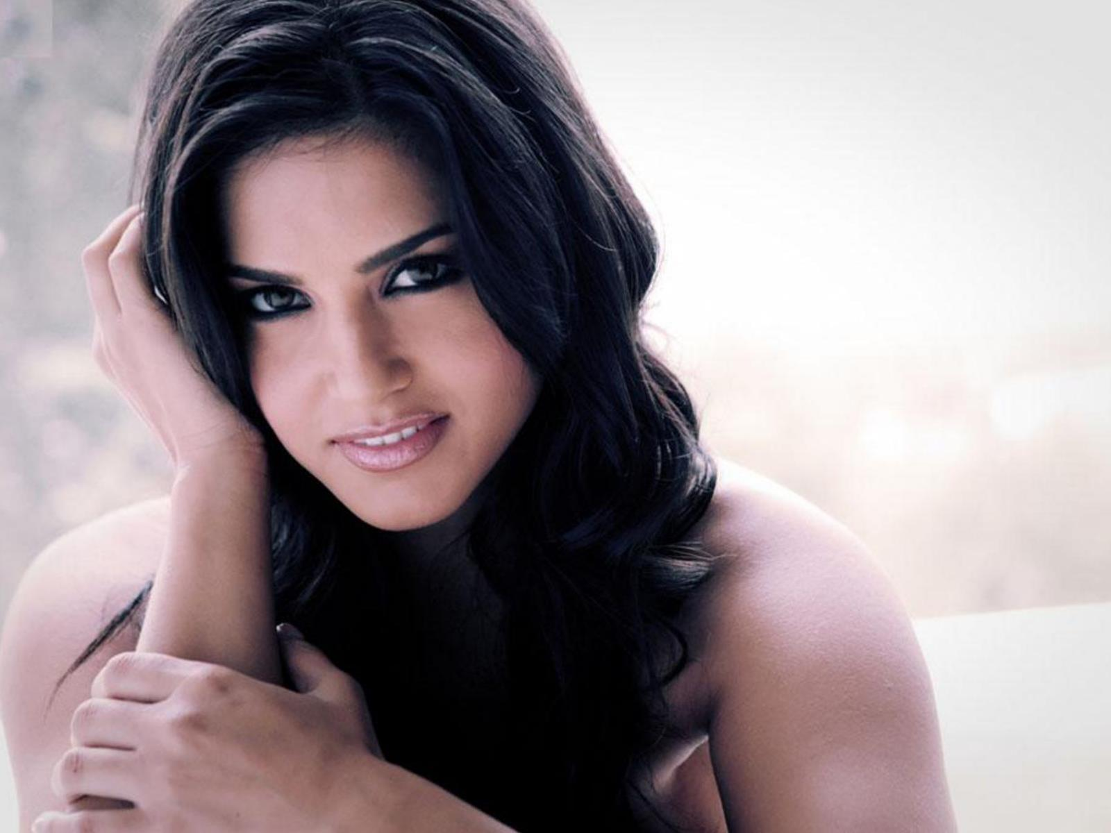 Sunny Leone Wallpaper Bollywood Actresses Wallpaper