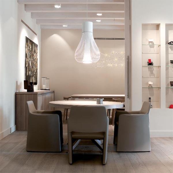 masía de piedra rehabilitada con buen gusto-e salon y comedor en tonos naturales beiges
