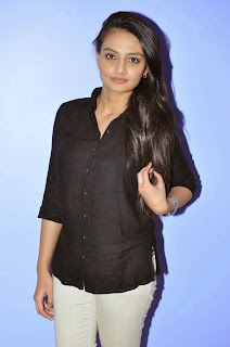 Actress Nikitha Narayan Picture Gallery in White Jeans at Ladies and Gentlemen Movie Preview Show  14