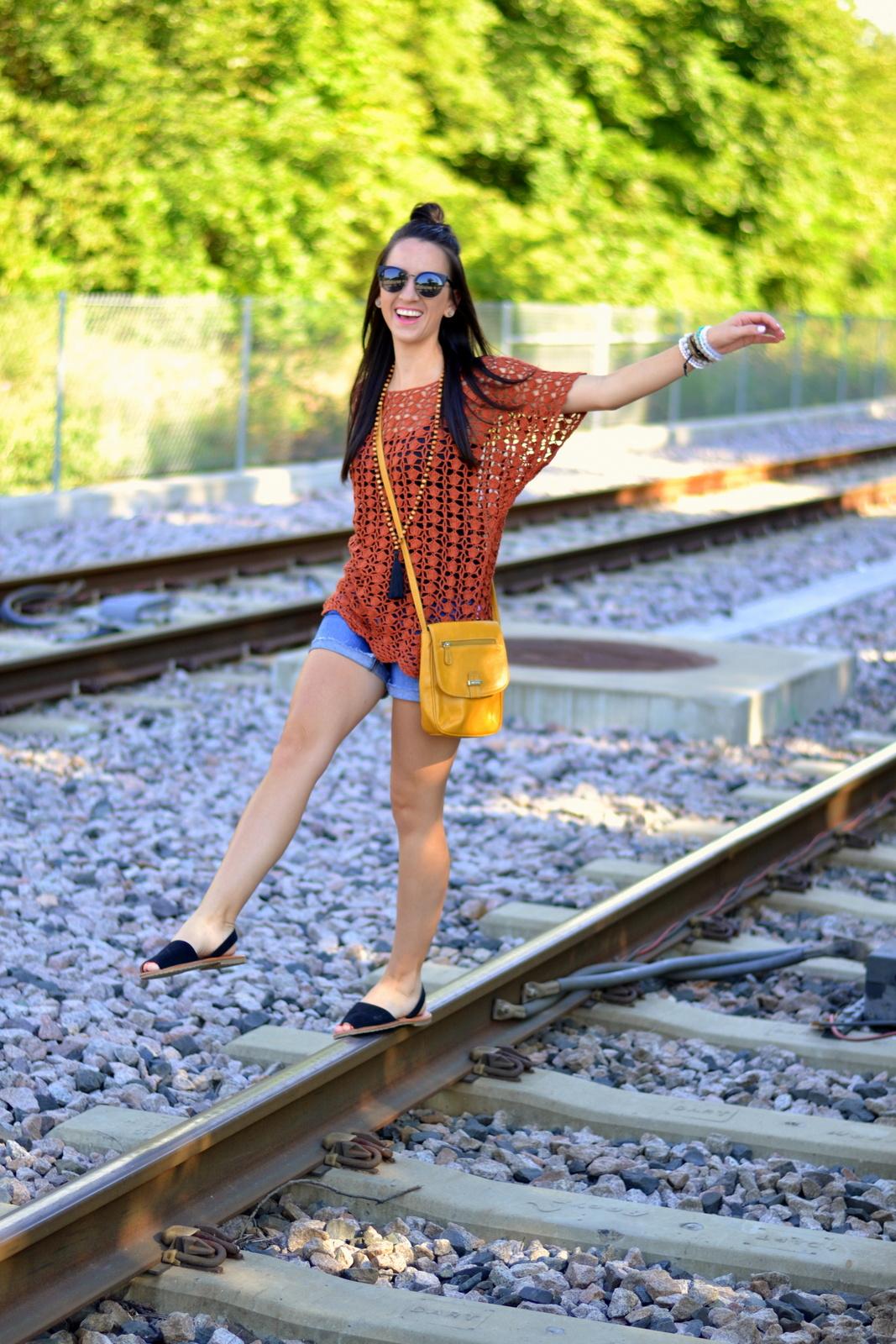 Summer bohemian look, crochet top, cross body and tassel necklace