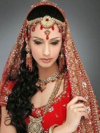 http://4.bp.blogspot.com/-EL3pu2WiHC8/TXEZKz5F-_I/AAAAAAAAYRY/E8h7VWyqJLs/s400/Indian_Bridal_Jewellery_Designs4.jpg