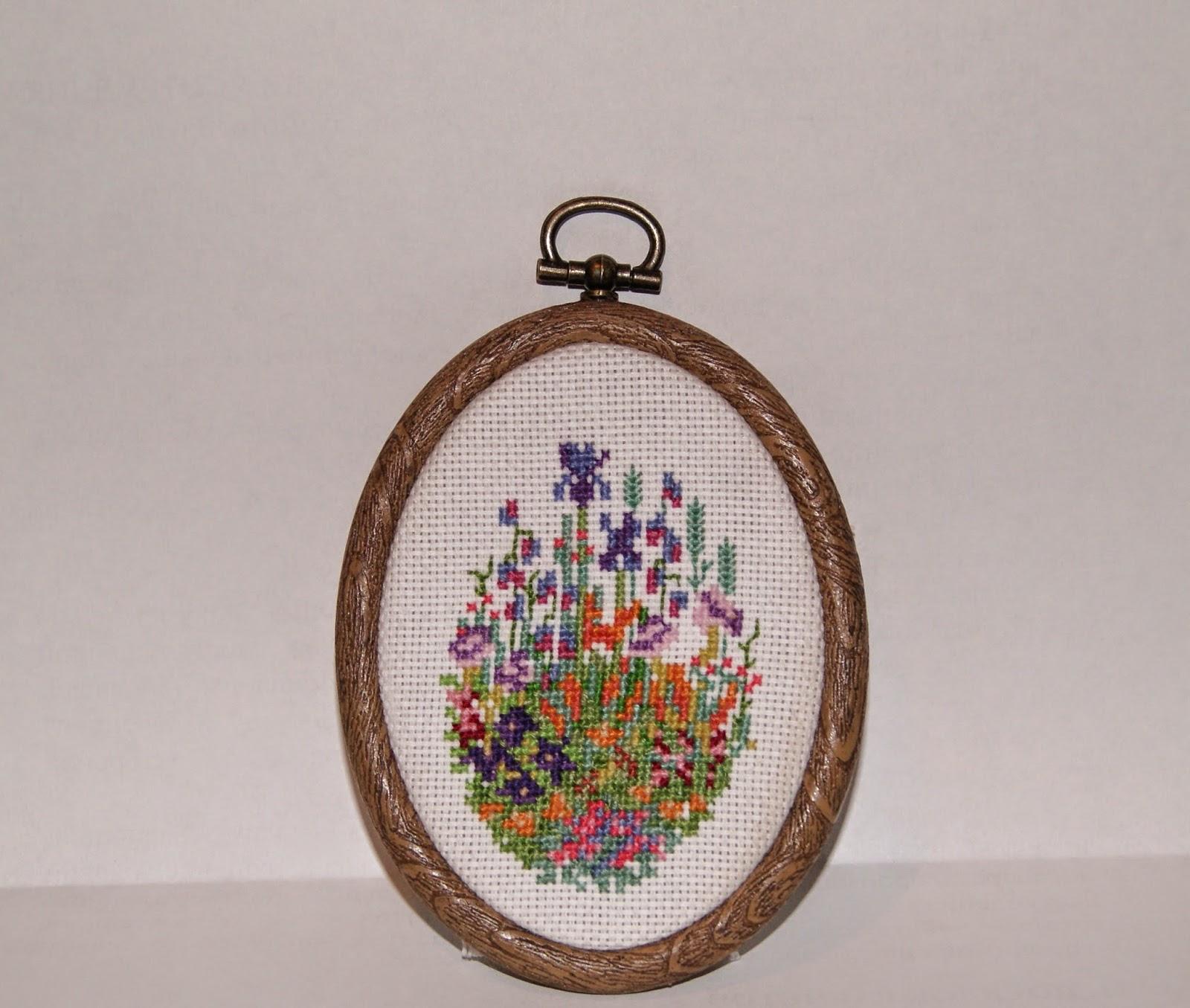 вышивание цветов, цветы в вышивке, миниатюра, цветочная миниатюра, цветочная вышивка, маленькие пяльца