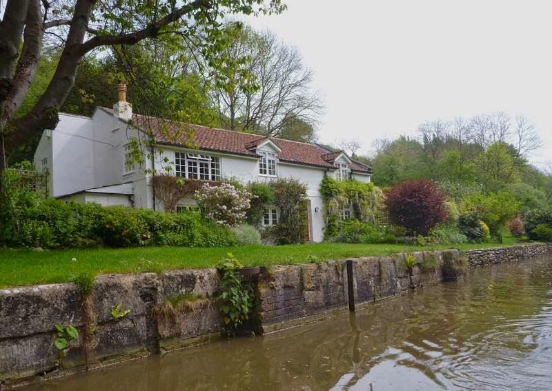 quaint UK houses along canals