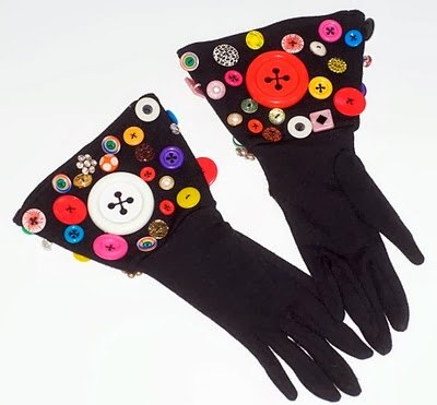 http://www.splendidhabitat.com/wp-content/uploads/2014/02/kelly-button-gloves.jpg