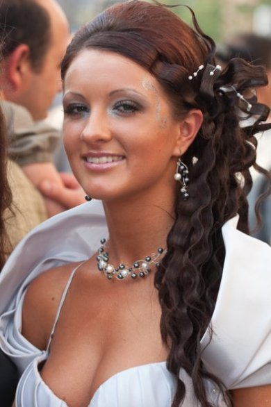 Curly Up Hairstyles for Prom
