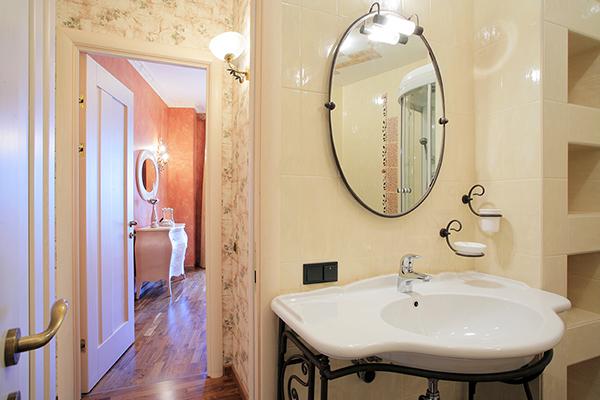 Incaperi si poze cu Amenajare baie eleganta..design baie imagini inedite..Inspirate din aceste poze cu amenajare baie mica sau mare la apartament la bloc,casa si garsoniera.