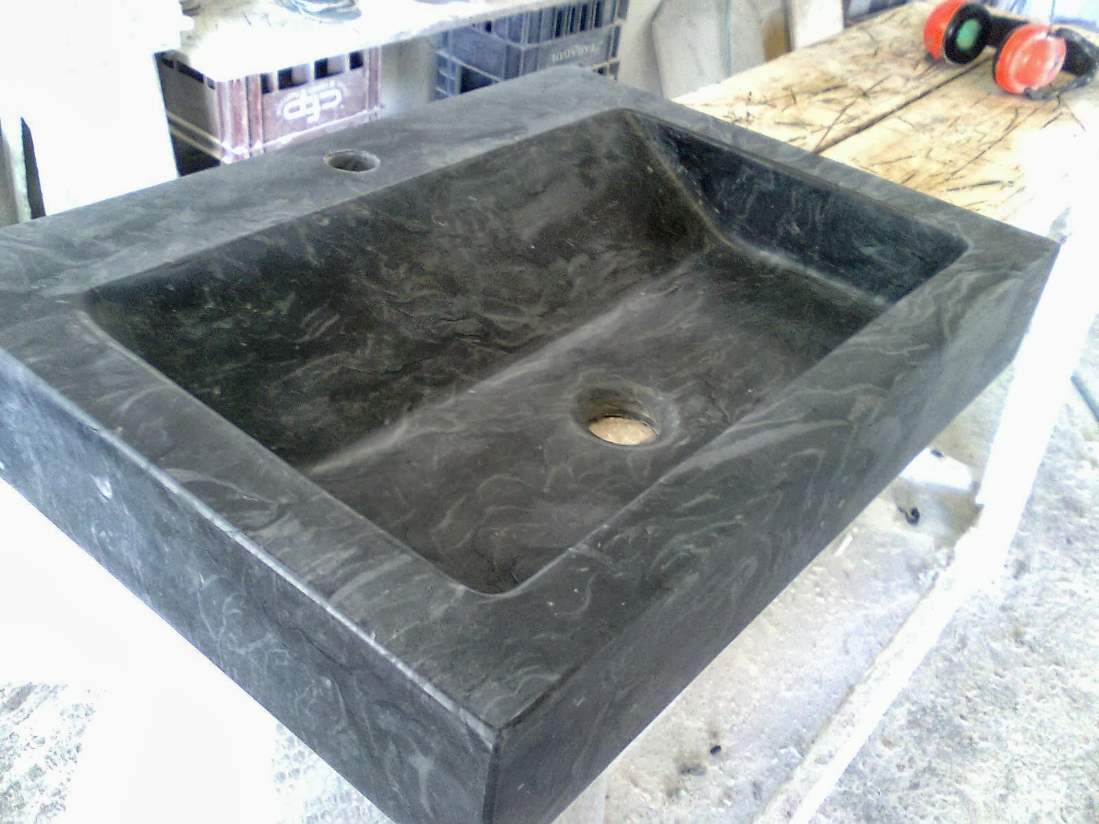 Lavabos en piedra natural soares revestimientos for Marmol negro precio