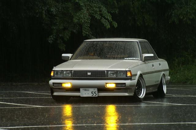 Toyota Cresta X70 stary japoński samochód oldschool klasyk RWD sedan
