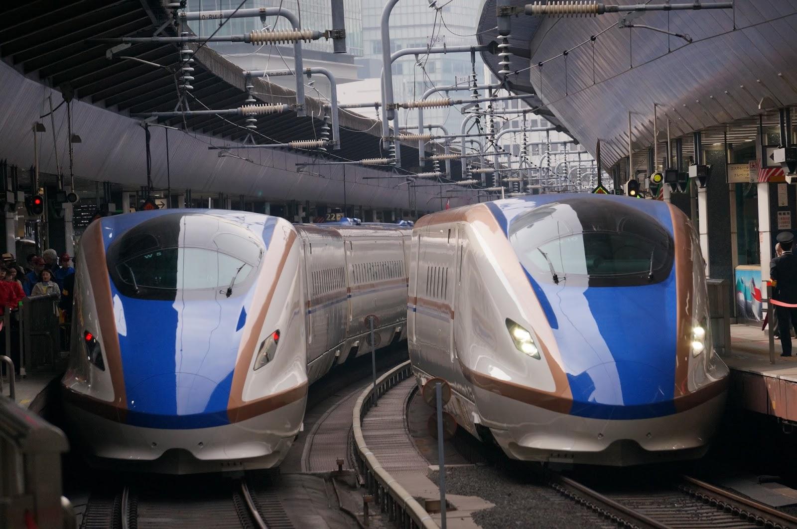 東京駅に停車の北陸新幹線W7系